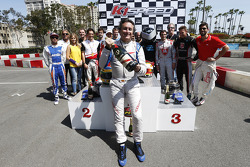 Alejandro Agag, CEO Fórmula E con champán