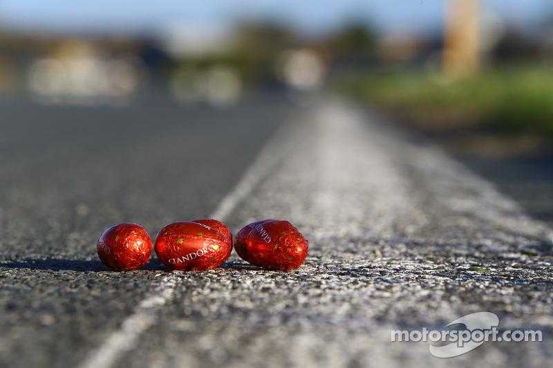 Búsqueda de huevos de Pascua en el circuito