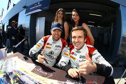 Niki Mayr-Melnhof und Markus Winkelhock bei der Autogrammstunde