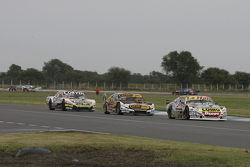 Sergio Alaux, Coiro Dole Racing, Chevrolet; Leonel Pernia, Las Toscas Racing, Chevrolet, und Juan Ma
