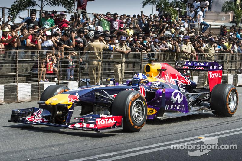 David Coulthard, Red Bull Racing, participa en el Red Bull Showrun en el Necklace Road en Hyderabad,