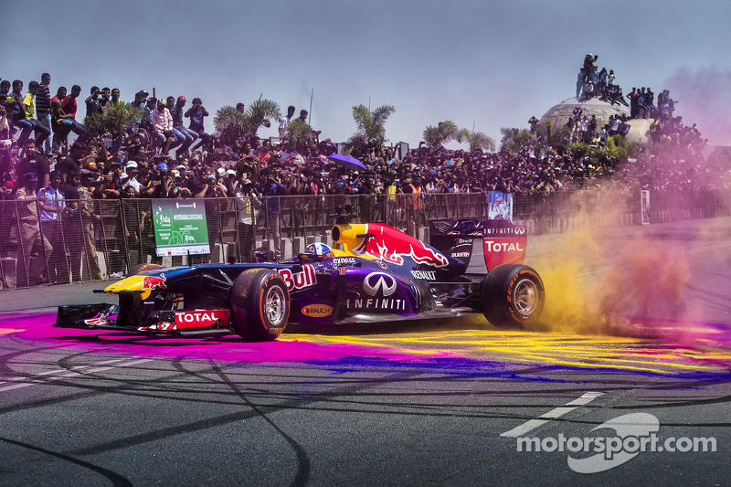 David Coulthard, Red Bull Racing participa en el Red Bull Showrun en el Necklace Road en Hyderabad, India