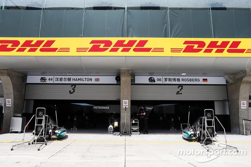 Mercedes AMG F1 pits
