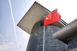 Китайский флаг в паддоке