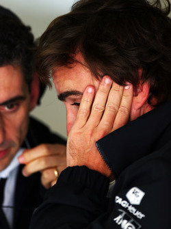 Fernando Alonso, McLaren with Andrea Stella, McLaren Race Engineer