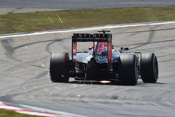 Даниил Квят, Red Bull Racing RB11 sends sparks flying