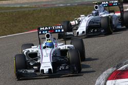 Фелипе Масса, Williams FW37 едет впереди напарника по команде Валттери Боттасом, Williams FW37