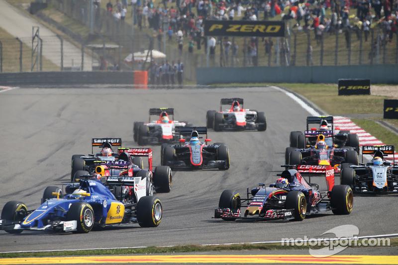 Max Verstappen, Scuderia Toro Rosso STR10, und Marcus Ericsson, Sauber C34, beim Start