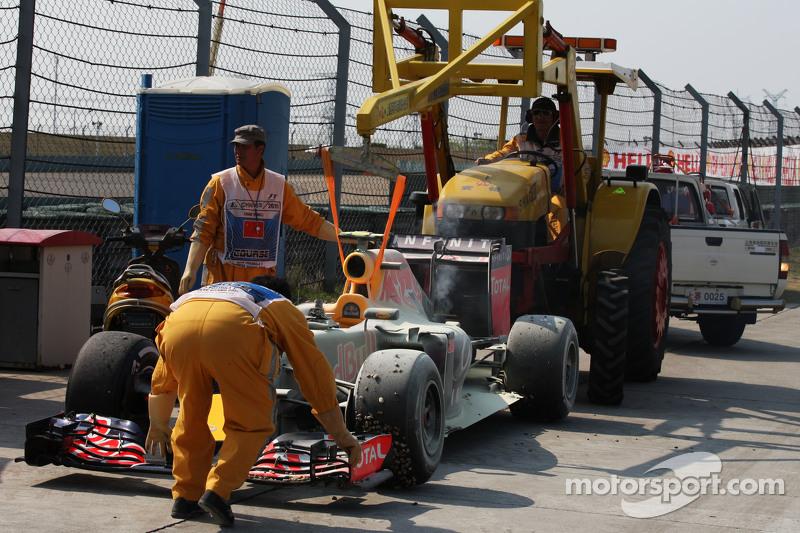 Daniil Kvyat, Red Bull Racing RB11 tersingkir dari balapan karena mesin meledak