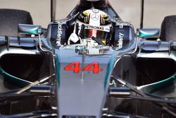 Ganador de la carrera, Lewis Hamilton celebra en su Mercedes AMG F1 W06