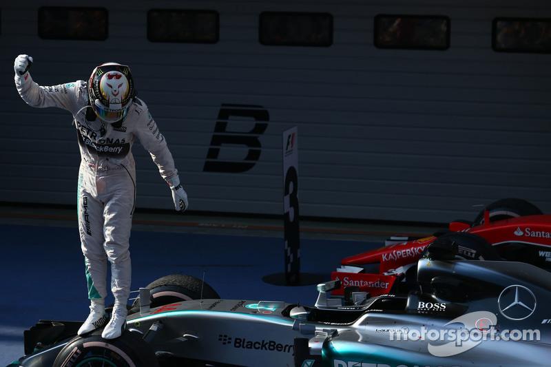 Posisi pertama untuk Lewis Hamilton Mercedes AMG F1 W06, posisi kedua untuk Nico Rosberg Mercedes AMG F1 dan 3rd untuk Sebastian Vettel Ferrari SF15-T
