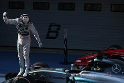 Victoire pour Lewis Hamilton Mercedes AMG F1 W06, deuxième place pour Nico Rosberg Mercedes AMG F1 et troisième place pour Sebastian Vettel Ferrari SF15-T