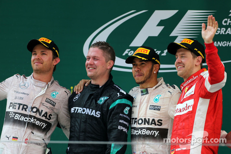 尼克·罗斯伯格, 梅赛德斯AMG车队,和刘易斯·汉密尔顿, 梅赛德斯AMG车队,以及塞巴斯蒂安·维特尔, 法拉利车队