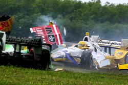 Симон Пажено, Team Penske Chevrolet, Райан Хантер-Рей, Andretti Autosport Honda, Себастьен Бурдэ, KVSH Racing авария