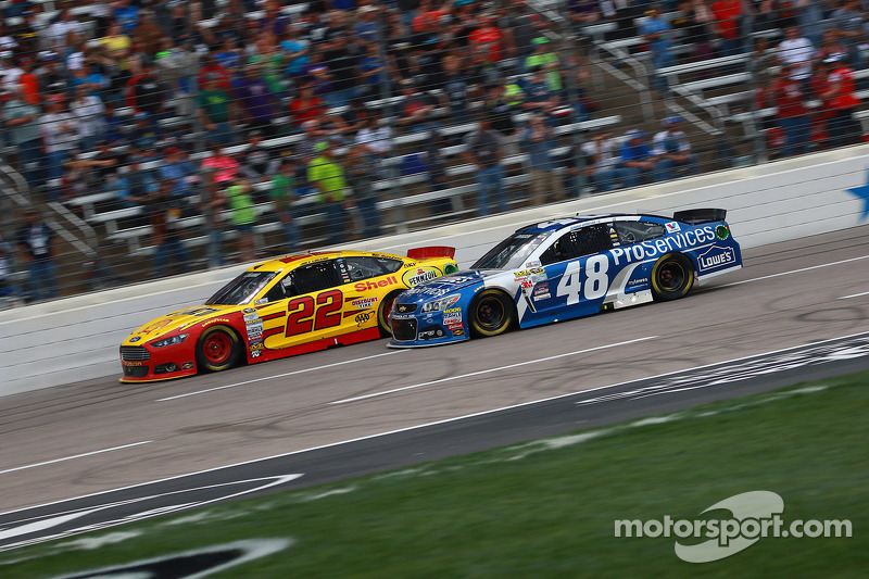Joey Logano, Team Penske Ford and Jimmie Johnson, Hendrick Motorsports Chevrolet