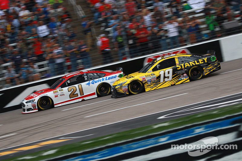 Ryan Blaney, Woods Brothers Racing, Ford, und Carl Edwards, Joe Gibbs Racing, Toyota