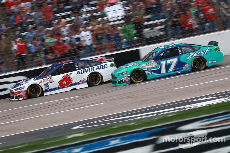 Trevor Bayne, Roush Fenway Racing Ford dan Ricky Stenhouse Jr., Roush Fenway Racing Ford