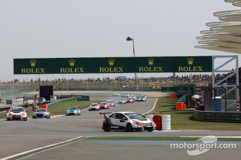 Gianni Morbidelli, Honda Civic TCR, West Coast Racing, führt in der ersten Runde