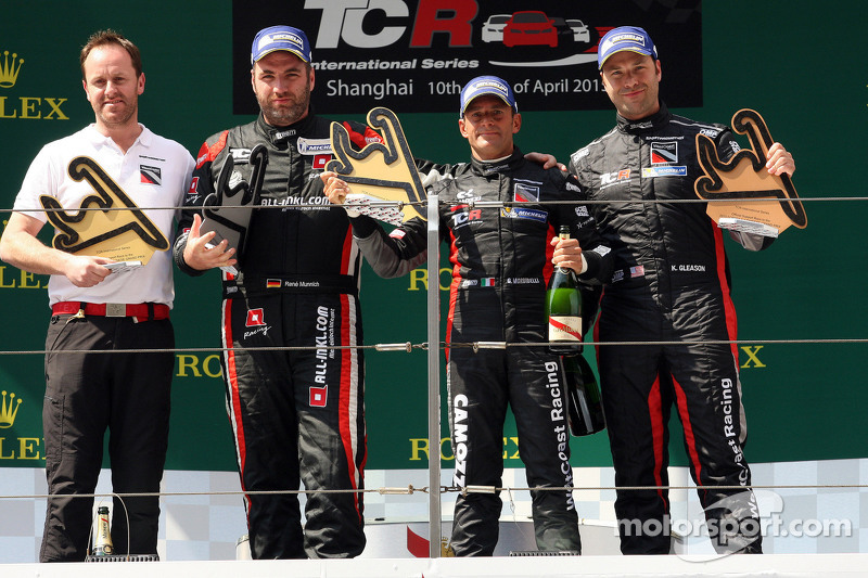Podium 1. Rennen: 1. Gianni Morbidelli, Honda Civic TCR, West Coast Racing, und 2. position René Münnich, Honda Civic TCR, West Coast Racing