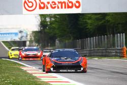 # 11 كيسيل ريسينغ فيراري 458 إيطاليا: مايكل برونيزيويسكي، مايكل لايونز، أليساندرو بوناسيني