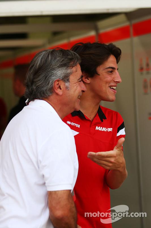 Carlos Sainz mit Roberto Merhi, Manor Manor F1 Team.