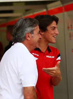 Carlos Sainz dengan Roberto Merhi Manor Manor F1 Team.