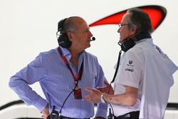 Ron Dennis, presidente ejecutivo de McLaren con Mansour Ojjeh, McLaren accionista