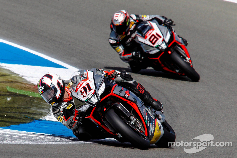 Leon Haslam, Aprilia Racing Team, und Jordi Torres, Aprilia Racing Team