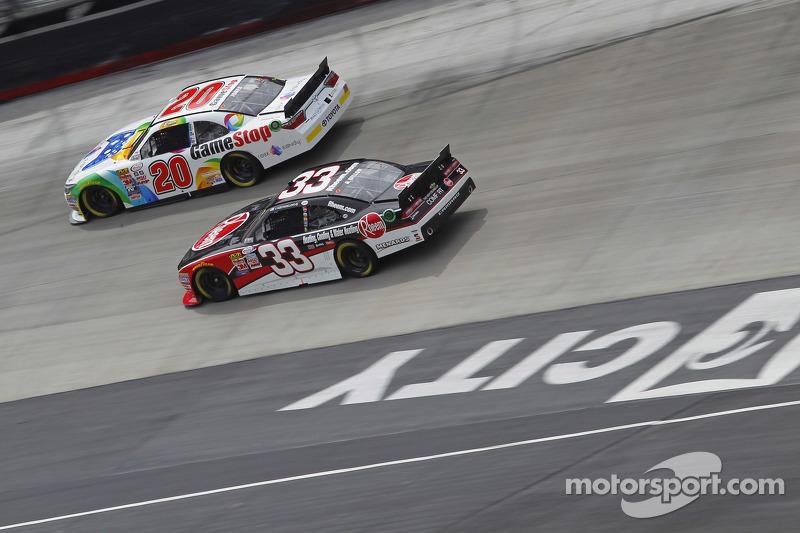 Erik Jones, Joe Gibbs Racing Toyota, Austin Dillon, Richardt Childress Racing Chevrolet