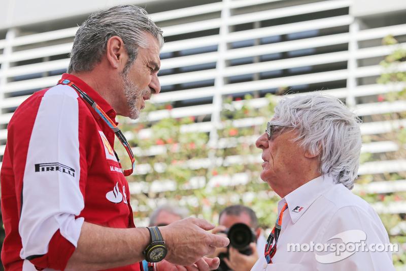 Maurizio Arrivabene, Ferrari Takım Patronu ile Bernie Ecclestone,