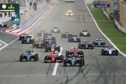 Lewis Hamilton, Mercedes AMG F1 W06 conduce al comienzo de la carrera