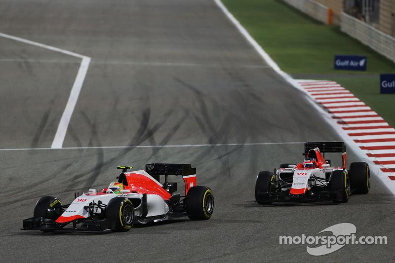 Roberto Merhi, Manor F1 Team leads Will Stevens, Manor F1 Team