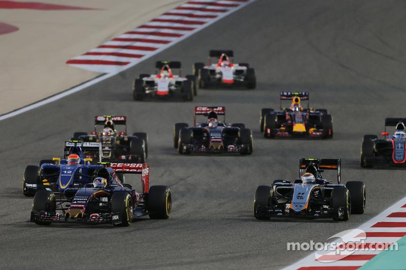 Карлос Сайнс мол., Scuderia Toro Rosso STR10 та Серхіо Перес, Sahara Force India F1 VJM08