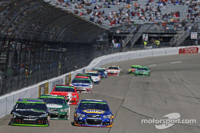 Denny Hamlin, Joe Gibbs Racing, Toyota, und Chase Elliott, Hendrick Motorsport, Chevrolet