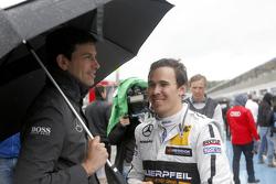 Тото Вольф, спортивный директор Mercedes-Benz и Роберт Уикенс