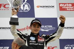 获胜者 Charles Leclerc, Van Amersfoort Racing