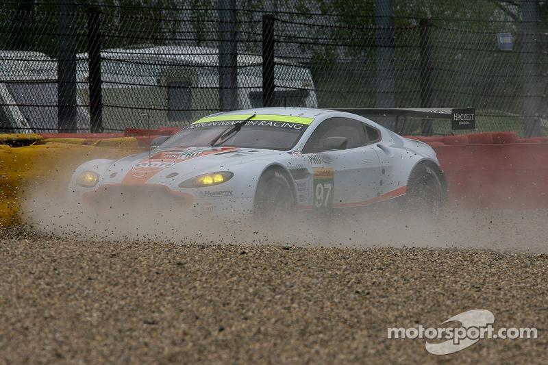 #97 Aston Martin Racing, Aston Martin Vantage V8: Darren Turner, Stefan Mücke, Rob Bell