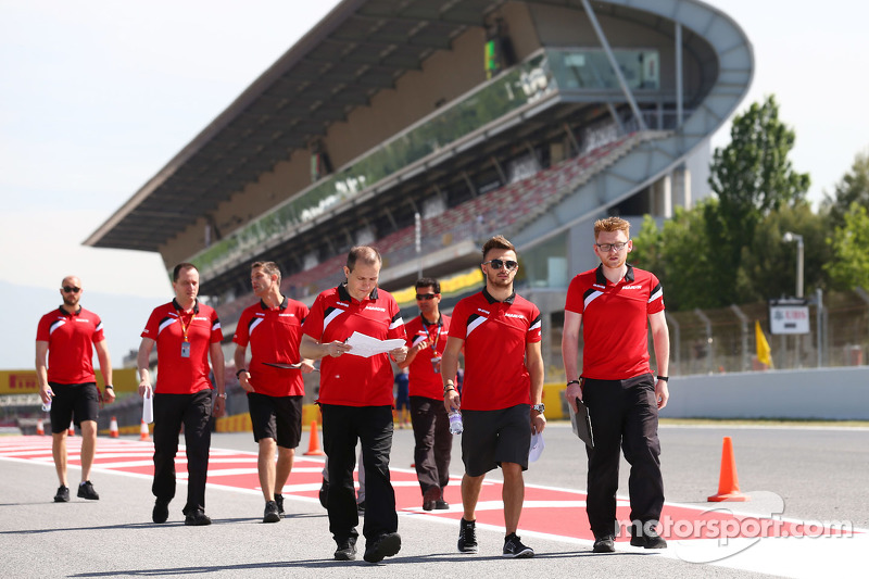 Will Stevens, Manor F1 Team, beim Trackwalk mit dem Team