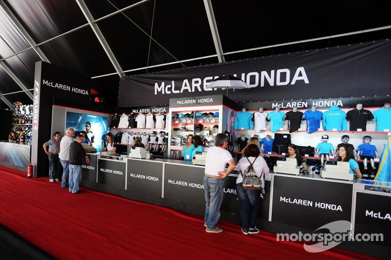 McLaren eşya standı