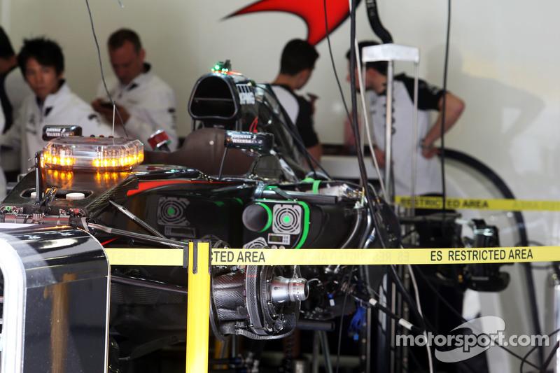 McLaren MP4-30 pitte hazırlanıyor