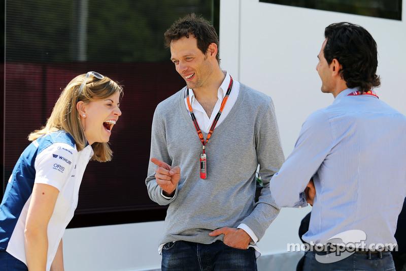 (De izquierda a derecha): Susie Wolff, piloto de Desarrollo Williams con Alexander Wurz, Williams Me