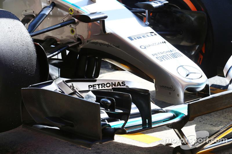 Mercedes AMG F1 W06 переднє крило в деталях