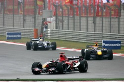 Vitantonio Liuzzi leads David Coulthard