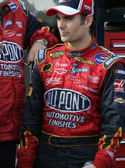 Jeff Gordon looks on as the Dupont Chevy crew members work on his car