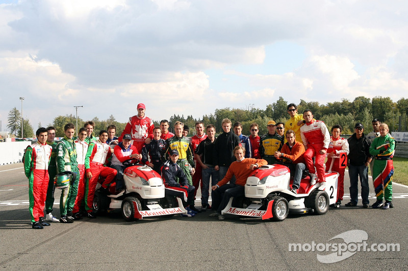 Journée des RP, Mountfield Cup on Tractors : Photo de groupe des pilotes d'A1GP