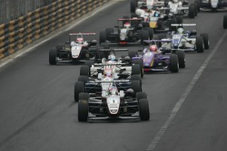Start: Kohei Hirate leads the field