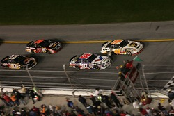 Start: Dale Jarrett and Scott Riggs battle for the lead