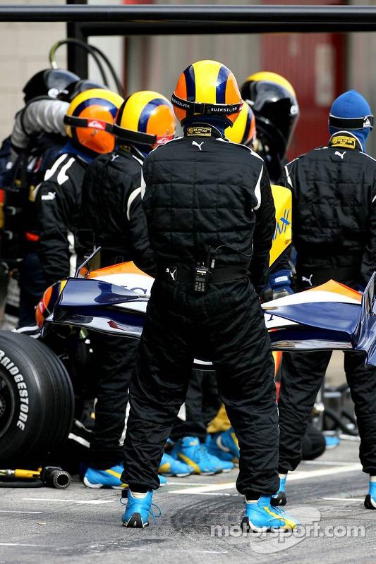 Entraînement d'arrêt au stand pour Heikki Kovalainen