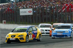Gabriele Tarquini, SEAT Sport, SEAT Leon and Robert Huff, Team Chevrolet, Chevrolet Lacetti
