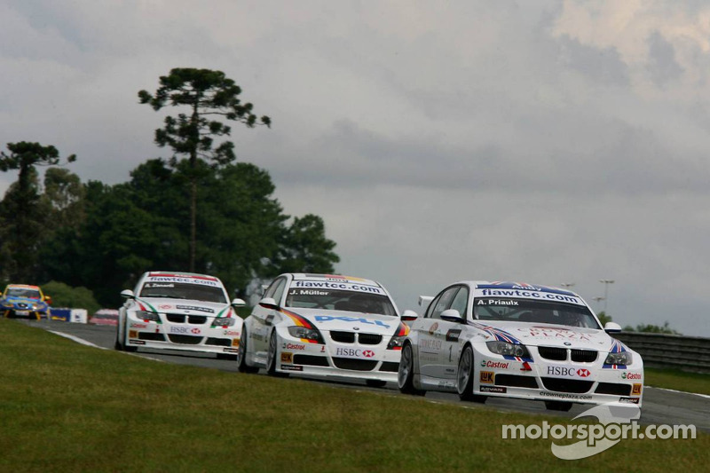 Andy Priaulx, BMW Team UK, BMW 320si WTCC et Jorg Muller, BMW Team Germany, BMW 320si WTCC
